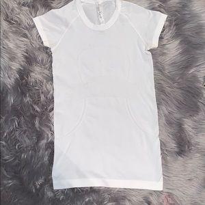 white lululemon shirt